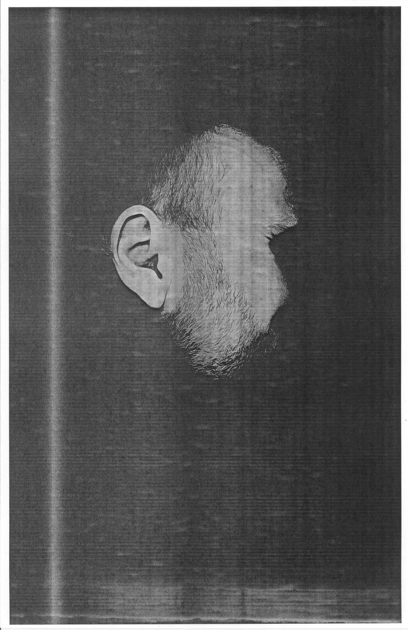 Steve Giasson. Performance invisible n° 180 (Faire impression (malgré soi)). Enactment de Goran Trbuljak. Untitled (Self Portrait) I. 1972. Performeur : Steve Giasson. Crédit photographique : Steve Giasson. Février 2020.