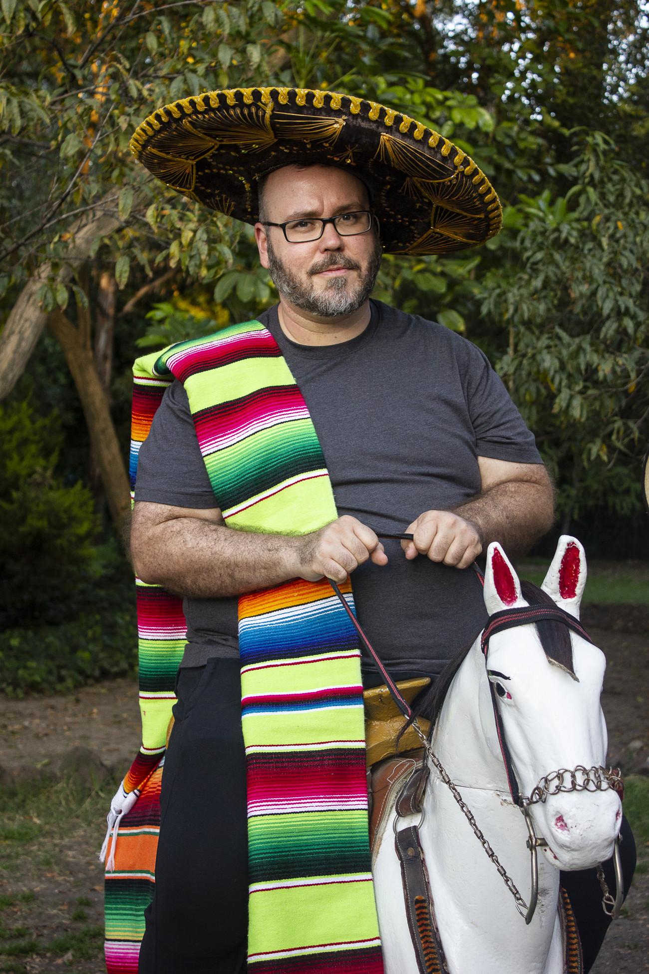 Steve Giasson. Performance invisible n° 156 (Faire tache). D'après Martin Parr. Autoportrait. 1996-2015. Performeur : Steve Giasson. Crédit photographique : Martin Vinette. Bosque de Chapultepec, Mexico. 5 novembre 2017.